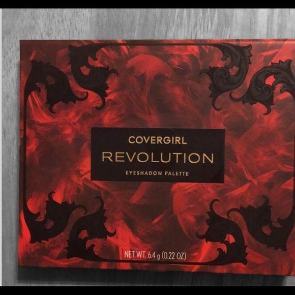 Cover girl Revolution eyeshadow palette New